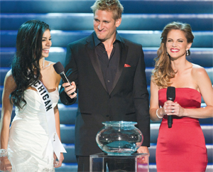 Rima elicits laughter from hosts Curtis Stone and Natalie Morales during her final question
